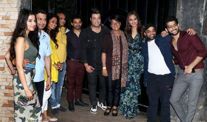 Sonakshi Sinha throws party