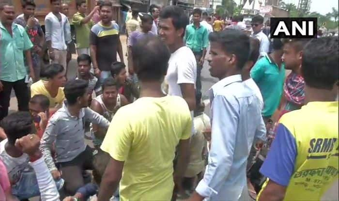 Voters Protest Outside Poll Booth in Bengal's Basirhat, Allege TMC Workers Not Letting Them Vote