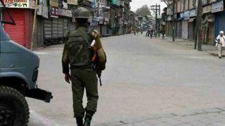 त्राल में हुई मुठभेड़ के बाद जम्मू कश्मीर के कुछ हिस्सों में लगा कर्फ्यू
