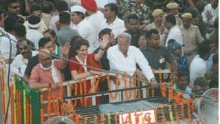 Priyanka Gandhi Vadra's Roadshow in Varanasi Attracts Huge Crowd