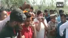 BJP MP Smriti Irani Lends Shoulder to Mortal Remains of Key Aide Shot Dead in Amethi