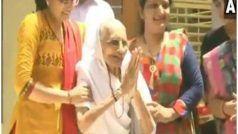 रुझानों के बाद पीएम मोदी की मां ने जताई खुश, मीडिया का कुछ इस तरह किया अभिवादन