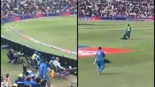 MS Dhoni Gets Roaring Welcome as he Comes Out to Bat During Team India's ICC World Cup 2019 Opener Against South Africa | WATCH VIDEO
