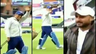 India vs Pakistan: MS Dhoni's Fun Banter With Harbhajan Singh Ahead of IND vs PAK ICC Cricket World Cup 2019 Game at Old Trafford is Hilarious | WATCH VIDEO