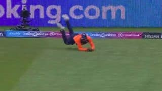 Ravindra Jadeja Takes Splendid Catch to Dismiss Jason Roy During India vs England ICC Cricket World Cup 2019 Match | WATCH VIDEO
