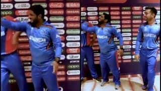 Galbadin Naib Refuses to Dance During World Cup 2019, Gets Friendly Slap From Mohammad Shahzad | WATCH VIDEO