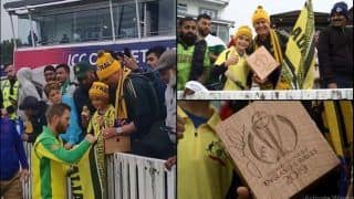 David Warner Gives His Man of The Match Trophy to Young Fans After Australia Beat Pakistan in ICC Cricket World Cup 2019 Match | WATCH VIDEO