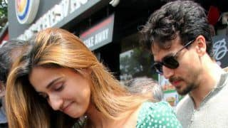 Disha Patani Mobbed by Crowd of Fans Outside Mumbai Restaurant, Tiger Shroff Tries to Keep Her Safe