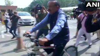 साइकिल से दफ्तर पहुंचे डॉ. हर्षवर्धन,ऐसे संभाला कार्यभार,देखें वीडियो