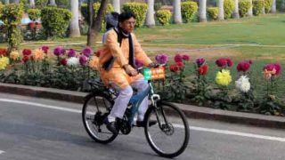 कार के इंतजार में हुई देर तो केंद्रीय मंत्री ने उठाई साइकिल और संसद में बना दिया 'क्लाईमेट क्लब'