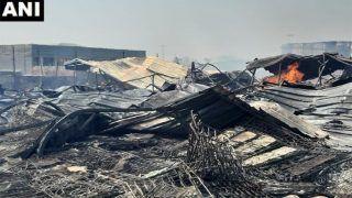 दिल्ली के फर्नीचर मार्केट में लगी आग, मेट्रो सेवा बाधित