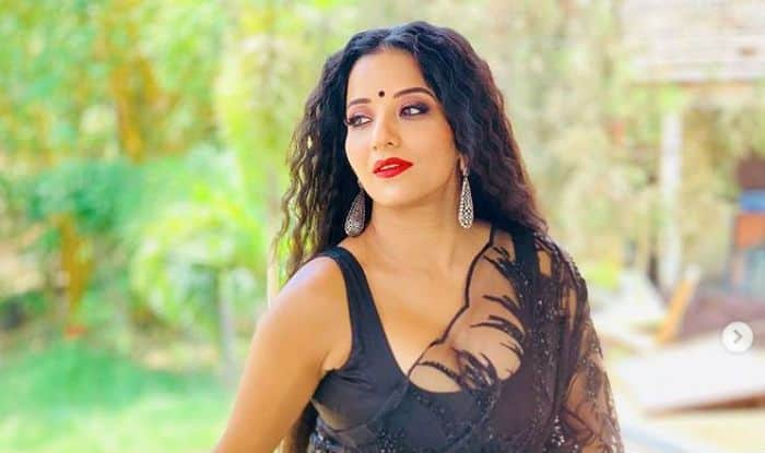 Bhojpuri Hot Bomb And Nazar Actor Monalisa Looks Her Sexiest