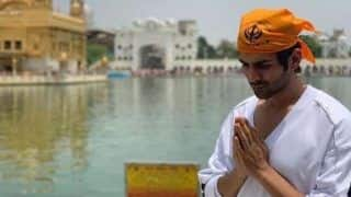Kartik Aaryan Visits The Golden Temple to Seek Blessings, Picture Goes Viral