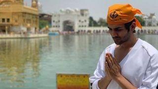 Kartik Aaryan Visits The Golden Temple to Seek Blessings, Picture Goes Viral