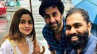 Ranbir Kapoor, Alia Bhatt Spotted by Fans in New York, Pose For Selfie