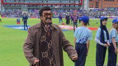 VIDEO: भारत-पाक मैच के दौरान कभी गले लगते तो कभी मस्ती करते नज़र आए रणवीर