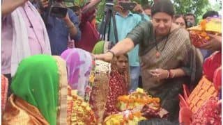 Smriti Irani in Amethi: Union Minister Attends Mass Baby Shower in Gauriganj; Distributes Laptops Among 240 Lekhpals