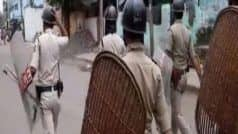 गांववालों ने पुलिसकर्मियों की आंखों में मिर्च का पाउडर डालकर पीटा, 6 घायल, दो को बंधक बनाया