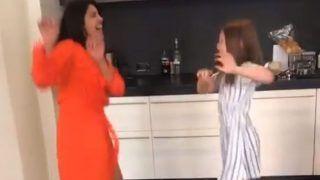 प्रियंका चोपड़ा ने बच्ची के साथ 'सोना-सोना' सॉन्ग पर किया जमकर डांस, देखिए वीडियो