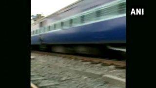 VIDEO:प्लेटफार्म-ट्रैक के बीच में फंसा शख्स और धड़ाधड़ निकल गई ट्रेन, फिर भी बच गई जान