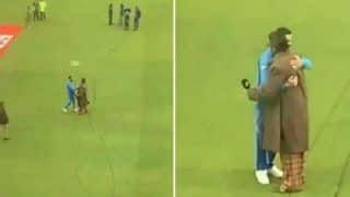 Ranveer Singh Hugs Virat Kohli After India's Epic Win Against Pakistan During World Cup 2019, Twitterati Can't Keep Calm- Watch Video