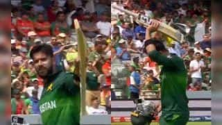 Imad Wasim Raises His Bat After Getting Out For 43 During Pakistan vs Bangladesh ICC Cricket World Cup 2019 | WATCH VIDEO