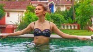 Bigg Boss Contestant Jasleen Matharu Oozes Oomph in Black Bikini as She Takes a Dip in The Pool