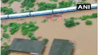 मुंबई के पास महालक्ष्मी एक्सप्रेस में फंसे सभी 700 यात्रियों को सुरक्षित बचाया गया