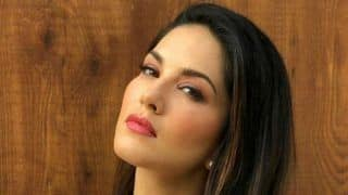 Sunny Leone Invites Fans in Dubai as She Hosts 'Meet And Greet'