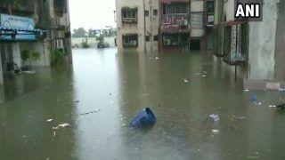 Mumbai Rain Live Update: भारी बारिश से थमी मुंबई, सब कुछ बंद, केवल इमर्जेंसी सेवाएं चालू