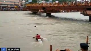 Brave Uttarakhand Cop Risks Life to Save Drowning Man in Haridwar, Twitterati Call Him Real Hero -Watch