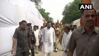 अरुण जेटली की पार्थिव देह अंतिम संस्कार के लिए जे जाई गई निगम बोध घाट