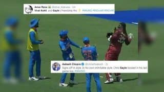 Chris Gayle Gets a Warm Exit From Virat Kohli-Led Team India in 3rd ODI After Breathtaking 72 Off 41 Balls, Fans Laud Gesture From Indian Captain | SEE POST