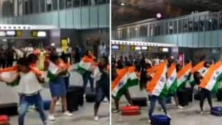 Independence Day 2019: Flash Mob Performs on Akshay Kumar's 'Teri Mitti' at Kolkata Airport, Video Goes Viral