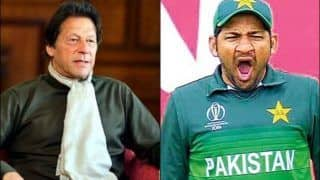Pakistan PM Imran Khan TROLLS Sarfaraz Ahmed For Bowling First Against India in 2019 World Cup | WATCH VIDEO