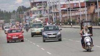 कश्मीर घाटी के अधिकतर इलाके से हटाई गई पाबंदियां, हालात पर सुरक्षा बलों की कड़ी नजर