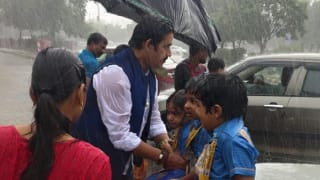 Bhojpuri Star & BJP MP Ravi Kishan Helps School Kids Stranded in Rain Reach Home Safely | See Pics