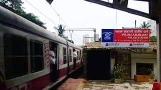 Mumbai: 2 Arrested For Performing Stunts on Chembur-Wadala Local Train, Case Registered