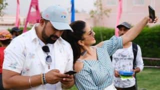 Bollywood Hottie Sunny Leone Tries to Annoy Rannvijay Singh With a Selfie on The Sets of Splitsvilla 12