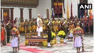 भूटान में नमो-नमो: जैसे ही लोगों के बीच पहुंचे पीएम, स्वागत में लगे 'मोदी-मोदी' के नारे, देखें वीडियो