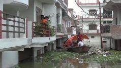 प्रयागराजः गंगा का बढ़ा जलस्तर, निचले इलाके के ग्राउंड फ्लोर हुए जलमग्न, कॉलोनी में चल रही हैं नावें