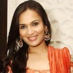 Rajinikanth's Daughter Soundarya Loses Luggage at London's Heathrow Airport
