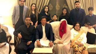 दरगाह पहुंची इमरान खान की पत्नी को नहीं मिला प्रोटोकॉल, 20 अफसरों पर गिरी गाज