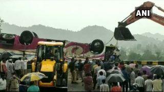गुजरात में बस पलटी: 21 लोगों की मौत, 50 घायल, मंदिर से दर्शन कर लौट रहे थे यात्री, पीएम मोदी ने जताया दुख