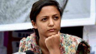 कश्मीर पर भड़काऊ ट्वीट करने के लिए शेहला रशीद पर राजद्रोह का मामला दर्ज