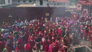 Hartalika Teej 2019 Photos: नेपाल में तीज की धूम, पशुपतिनाथ मंदिर में लाल साड़ी में पहुंची हजारों महिलाएं...