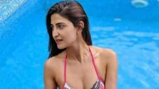Lipstick Under My Burkha Actor Aahana Kumra Looks Smouldering Hot in Sexy Pink Bikini as She Takes a Dip in The Pool