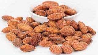 Eat almonds to Look Younger