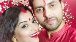 Bhojpuri Hot Bomb Monalisa And Hubby Vikrant Singh Rajpoot Twin in Pink as They Wish Their Fans 'Shobho Bijoya'