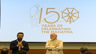 Gandhi 150: 'Power of Creativity is Immense', Says Modi to Bollywood Stars; SRK, Aamir Thank PM
